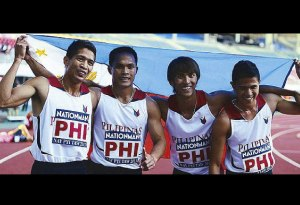 Alejan, Nierras, Bagsit and del Prado celebrates after winning the 2013 SEA Games 4x400m gold